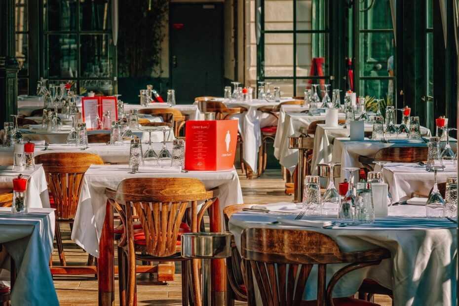 Kierownik sali w restauracji