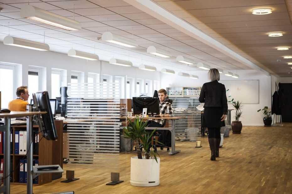 sprzątanie pomieszczeń biurowych